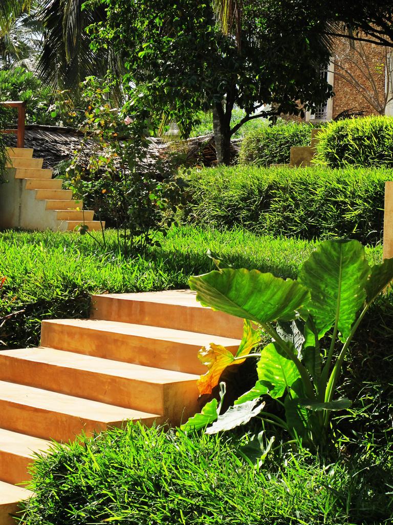11 grass stairs